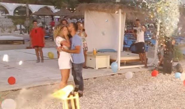 PROPOZIM SPEKTAKOLAR/ Djali emocionon pushuesit në Dhërmi (FOTO+VIDEO)