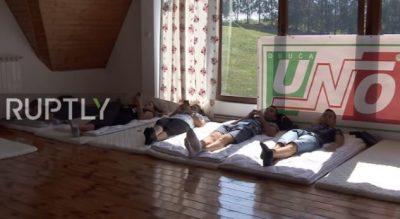 """ÇMIMI PËR """"PËRTACËT"""" MË TË MËDHENJ/ VIDEO: Djemtë nga Mali i Zi nuk lëvizën asgjë për DY ditë"""