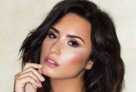 DEL NGA SPITALI PAS MBIDOZËS/ Ja si paraqitet gjendja e Demi Lovato