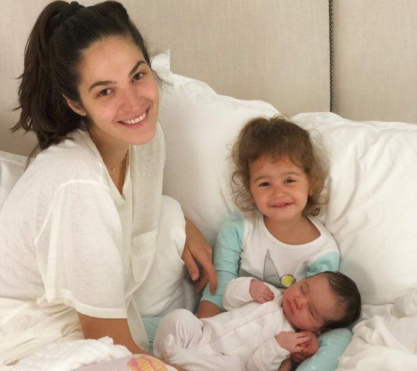 Emina Çunmulaj SHEMBULLI perfekt i gruas, gjen kohën e duhur për vajzat dhe veten e saj (FOTO)