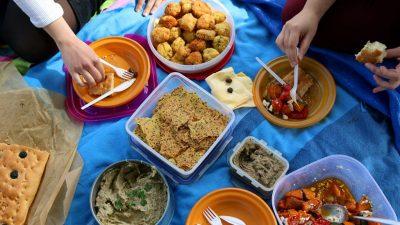 Vini re/  Ja si mund të shmangni helmimin nga ushqimet