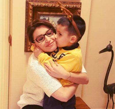 """""""ME ÇOKOLLATËN TIME""""/ Fiori Dardha poston foton nga pushimet dhe na prezanton me djalin e saj"""
