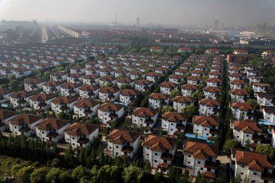 Njihuni me fshatin më të pasur në botë/ Ku secili ka të paktën njëqind mijë euro dhe vilë (FOTO)