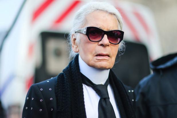 NUK NJIHET/ Stilisti shfaqet në publik pa syzet e tij të errëta dhe ngelëm duke fërkuar sytë… (FOTO)