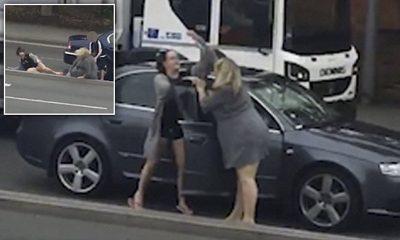 Gratë përleshen në mes të rrugës/ Fëmija i lutet nënës së tij të ndalojë (VIDEO)