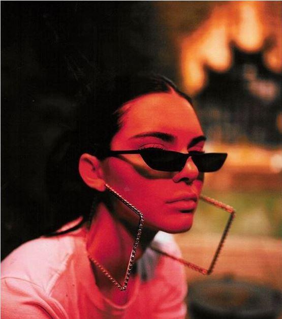 TRENDI QË SOLLI REPERI AMERIKAN/ Si u përhapen menjëherë syzet që u kthyen në stilin e momentit (FOTO)