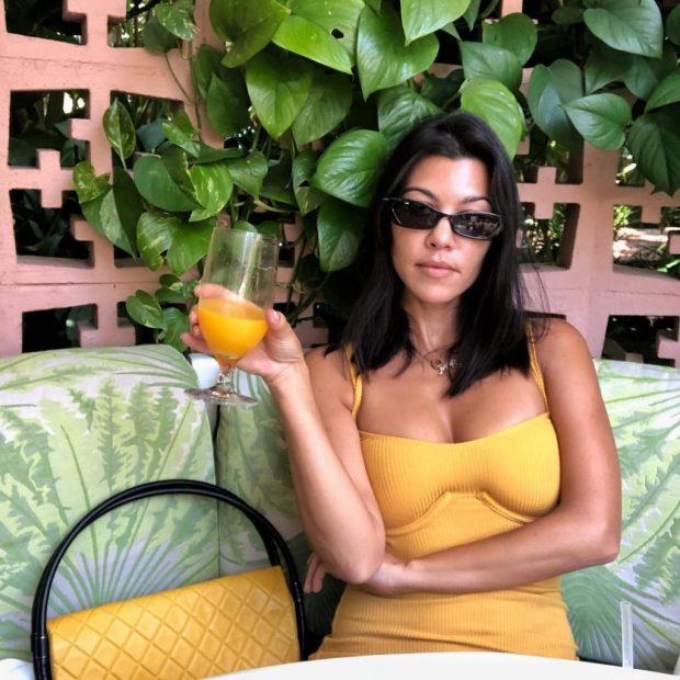 Pasi u nda nga i dashuri 14 vjet më i ri/  Kourtney Kardashian feston me ish-bashkëshortin (FOTO)