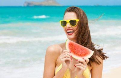 Dieta e duhur për linjë perfekte dhe lëkurë të xirë nga dielli