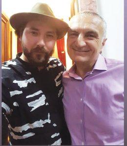 SYNOJ TË BËHEM DEPUTET/ Këngëtari shqiptar: Nëse ndodh, do votoj legalizimin e drogës…