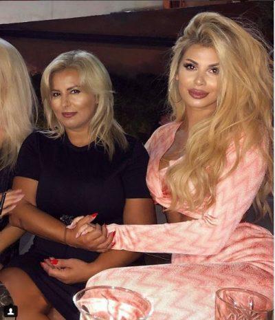 GJITHÇKA E IMJA/ Luana poston foto me motrën nga pushimet