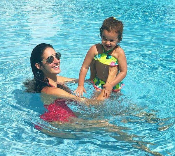 Emina Cunmulaj një mami e dedikuar/  Zbuloni detajin më të bukur që e bashkon me të bijën (FOTO)