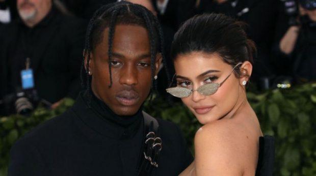 Pas thashethemeve për ndarje/ Kylie Jenner dhe Travis Scott do të martohen  (FOTO)