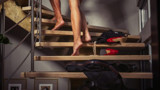 Pozicionet e seksit që i rrisin rreziqet për ta thyer penisin