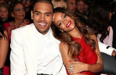 """Fotot e fundit të Rihannës me bikini """"çmendin"""" Chris Brown: Do bëja gjithçka për të qenë me të për një natë (FOTO)"""