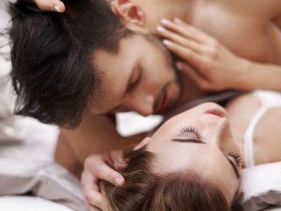 Njihuni me pesë pozicionet e seksit që femrat i urrejnë por nuk e thonë
