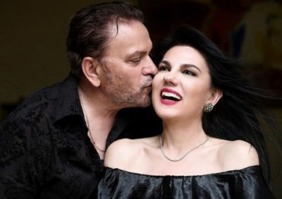 PUTHJA E ZJARRTË E TIMOS / Vera Grabocka poston foton  e ëmbël me bashkëshortin