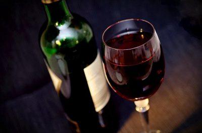 Alkooli parandalon shumë sëmundje të rrezikshme, zbuloni cilat janë ato