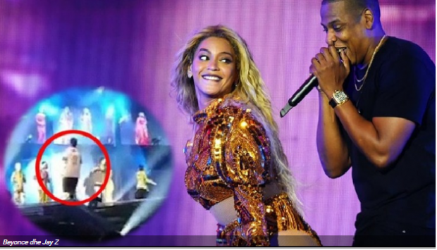Sherr në koncertin e Beyonce/  Fansi i dehur ngjitet në skenë dhe  balerinët e rrahin (VIDEO)