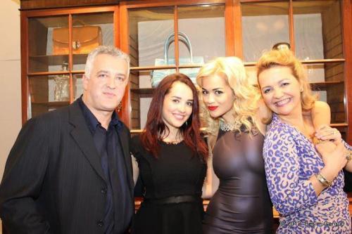 """FAMILJA E RITA ORËS NUK I """"NDAHET"""" KOSOVËS/ Babai i këngëtares zbulon lajmin emocionues (FOTO)"""