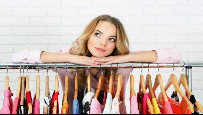 DISA KËSHILLA PËR DOLLAPIN TUAJ/ Si të sistemoni gjithçka që vishni në pak minuta