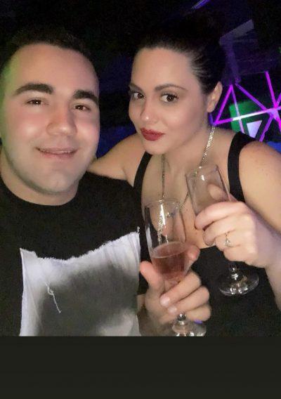 """""""30 VJEÇ DHE FLE ME MAMIN""""/ Ish banorja e Big Brother feston ditëlindjen. Miku i saj më i mirë ka një urim qesharak (FOTO)"""