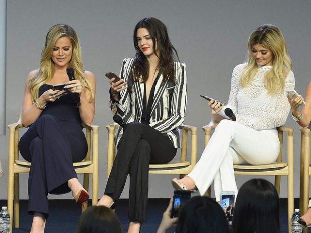 AS FËMIJËT AS TË RINJTË/ Më të fiksuara pas telefonit janë gratë e kësaj moshe!