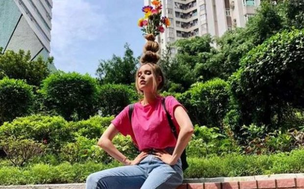 TRENDI MË I RI I INSTAGRAMIT/ Ktheni flokët në vazo lulesh dhe.. (FOTO)