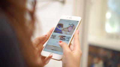"""""""S'I RRIS DOT DUART,BËNI CELULARË MË TË VEGJËL""""/ iPhone-t e rinj janë shumë të mëdhenj dhe kjo është seksiste"""