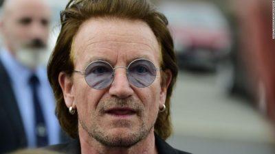 TRAGJIKE/ Bono i grupit U2 humb plotësisht zërin gjatë koncertit në Berlin