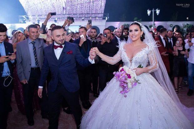 Xhensila Myrtezaj dhe Elita Rudi bën të njëjtat zgjedhje për ditën e dasmës/ Reagon për herë të parë këngëtarja (FOTO)