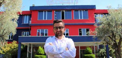 """Emisioni """"B.E Caffe"""" ishte një ngacmim i Adrit Gjebreas/ Erion Isai tregon ku ndryshon nga """"Portokallia"""""""