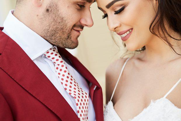 Përvjetori i parë i martesës me Bes Kallakun/ Xhensila poston fotot e papublikuara
