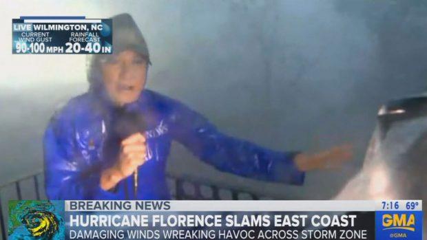 """Gazetarët e """"çmendur"""" që raportojnë direkt nga syri i uraganit katastrofik Florence (VIDEO)"""