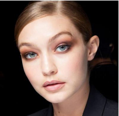 Flokë të gjatë apo të shkurtër? Këto janë format që prezantojnë modelet në javën e modës (FOTO)