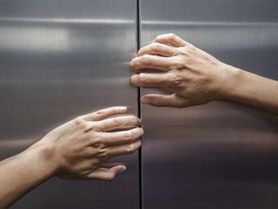DUHET QË T'I DINI ME PATJETËR: Çfarë duhet të bëni kur ngecni në ASHENSOR