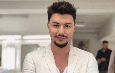 """""""T'I DJEGËSH ME BENZINË""""/ Fansi e pyet për """"LGBT"""", moderatori shqiptar """"shpërthen"""" keq (FOTO)"""