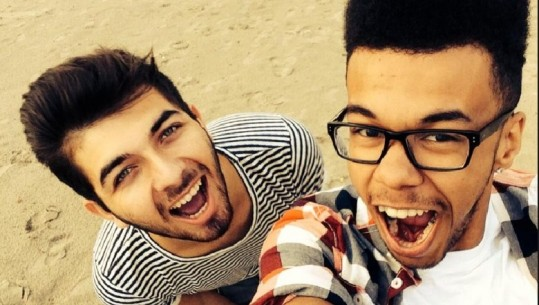 """DY MUAJ PAS """"MARTESËS GAY"""" TË MODERATORIT SHQIPTAR/ Mishel Rrena rikthehet në rrjetet sociale dhe ekran (FOTO)"""