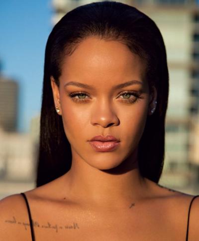 Jo vetëm buzët me xixa/ Rihanna na tregon se mund të lyeni edhe diçka tjetër (FOTO)