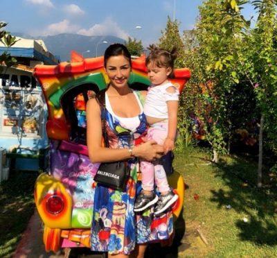 FESTON 2 VJETORIN/ Suada Sherifi shkruan urimin e ndjerë për të bijën (FOTO)
