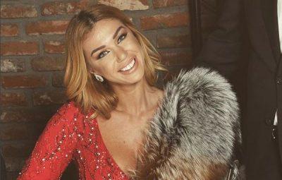 PUBLIKON FOTON ME SYZE DIELLI/ Fansat e kritikojnë keq Adelinën për çmimin e tyre (FOTO)