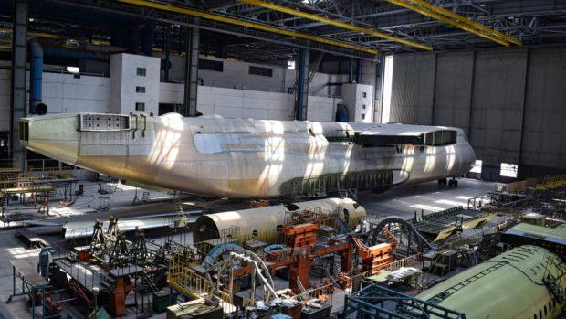 Aeroplani më i madh në botë qëndron i fshehur në një magazinë