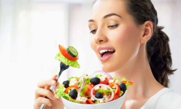 DIETA E VJESHTËS/ Ja disa këshilla që ju duhen për të eleminuar kilet pas pushimeve