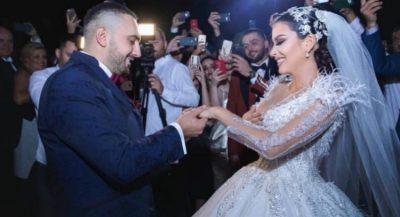 DUKEN SI BINJAKE/ Motra e Elitës mori gjithë vëmendjen në dasëm (FOTO)