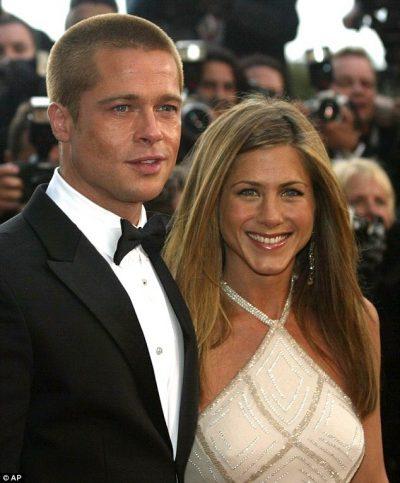 """""""Çmendet interneti""""/ Brad Pitt dhe Jennifer Aniston së bashku në liqenin Como (FOTO)"""