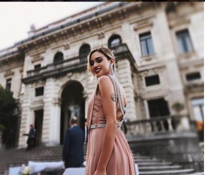 NJË BRUNE SEKSI/ Dojna Mema publikon foton në moshën 17 vjeçe