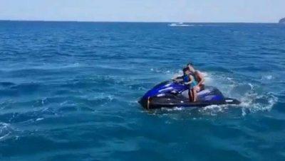 """PAMJET TRAGJIKE/ VIDEO: Shpërthen motori i ujit. Dy pasagjerët """"fluturojnë"""" tej"""