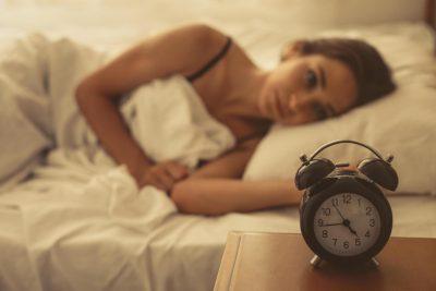 ZBULOHET TEKNIKA E FSHEHTË E USHTARËVE/ Ja si mund të të zërë gjumi për 2 minuta