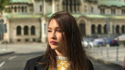 DUKE SHIJUAR MUAJT E FUNDIT TË SHTATËZANISË/ Jona Spahiu publikon foto me barkun e rrumbullakosur
