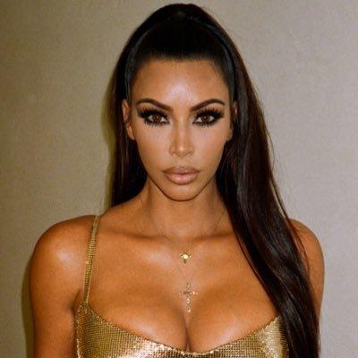 FËRKOJINI SYTË MIRË! Kim Kardashian thekson format bombastike (FOTO)