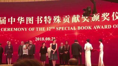 """""""Onufri"""" çmim në Kinë/  Botuesi Bujar Hudhri sjell """"Special Book Award of China"""""""
